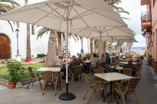 Terraza en La Plaza de San Andrés · Restaurante San Andrés · La Palma · Canarias · Pescado Fresco, Paella de Marisco, Gran Selección de vinos.