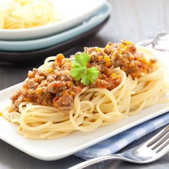 echte Spaghetti Bolognese auf Teller  / fresh spaghetti bolognese on plate