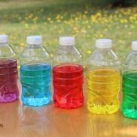 Atelier d'inspiration Montessori: les bouteilles sensorielles