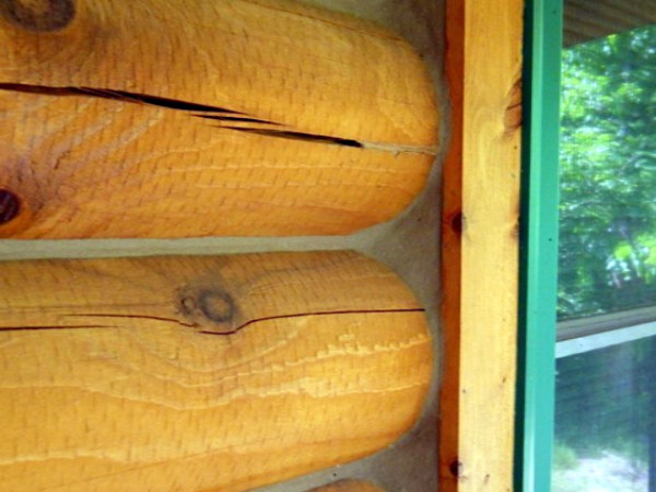 Log Home Caulking is Cracking  WI  MN  Edmunds and Company