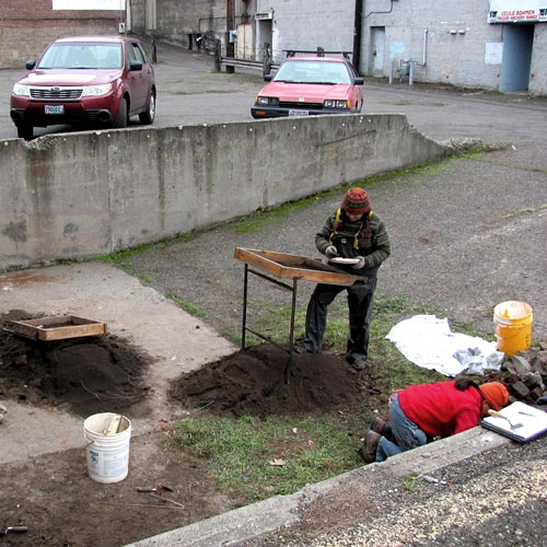 TheDalles_Digging