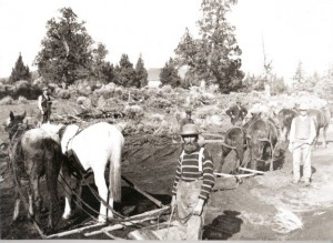 Construction of Pilot Butte Canal in 1904 (Image courtesy Deschutes Historical Society.)