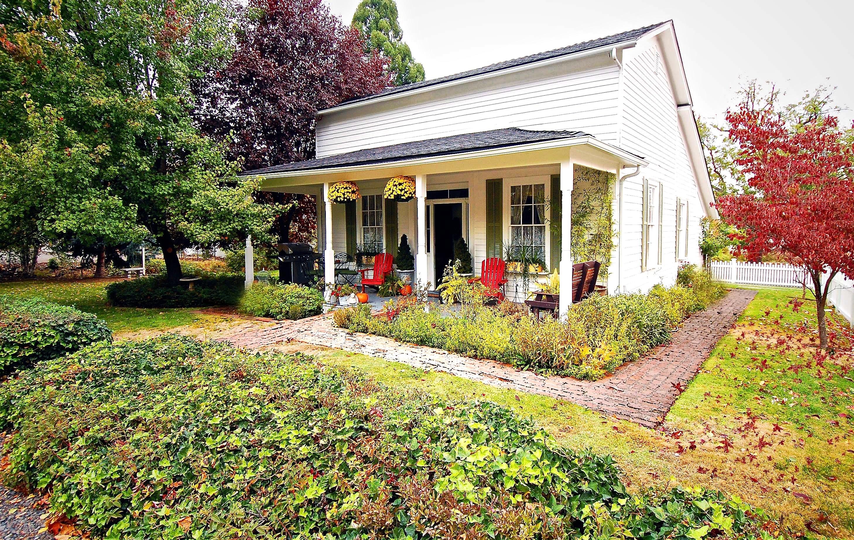Jacksonville historic home and garden tourrestore oregon for Modern house jacksonville