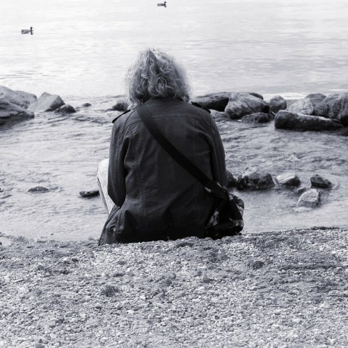 """LIVING WITH FEAR: BOOK REVIEW OF """"LONELINESS: HUMAN NATURE AND THE NEED FOR SOCIAL CONNECTIONS"""" BY JOHN T. CACIOPPO AND WILLIAM PATRICK"""
