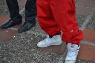 zapatos de jóvenes extranjeros