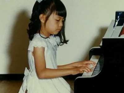 小林麻耶 小学生時代 ピアノ