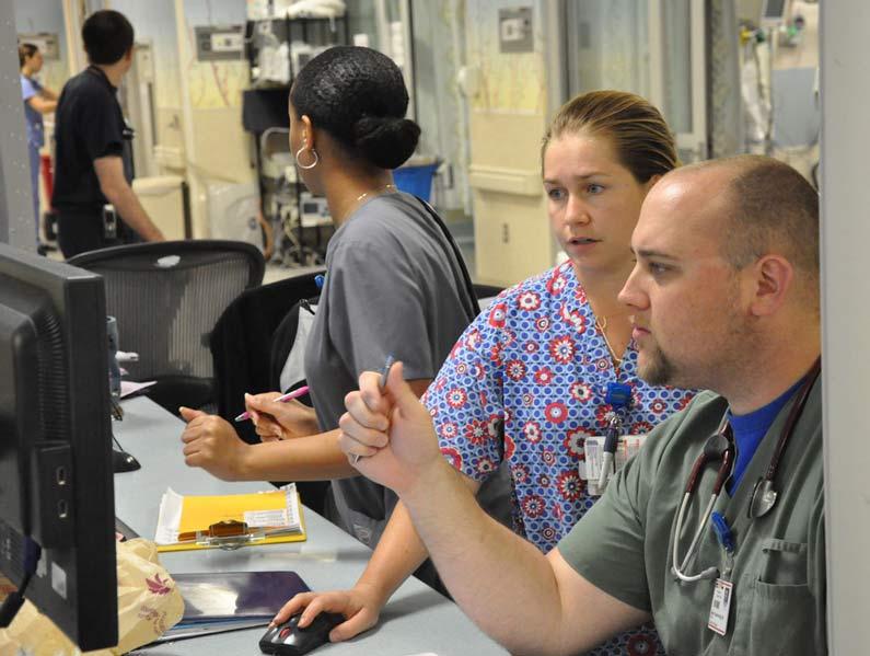 nursing professionals working together