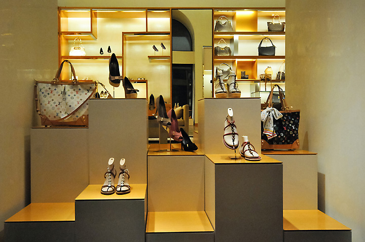 » Louis Vuitton window displays. Budapest