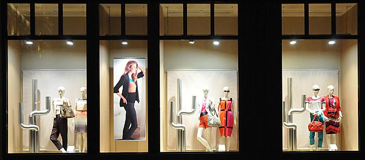 Marcs Amp Spencer Window Displays Budapest Retail Design Blog