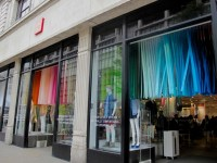 Retail Design Blog  UNIQLO spring windows and in-store ...