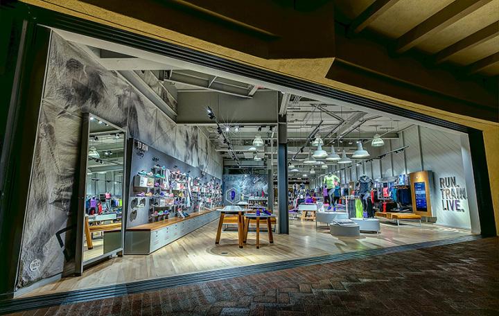 NIKE Fashion Island experience store Newport Beach