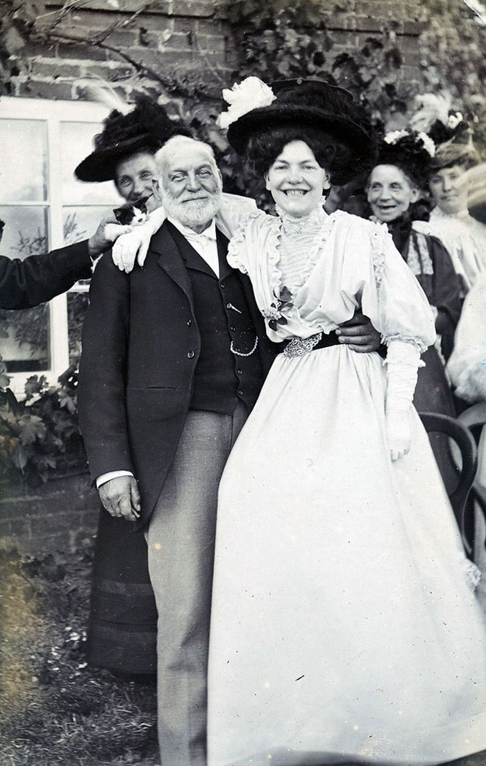 funny-victorian-era-photos-silly-vintage-photography-11-575134ddbc486__700