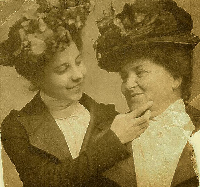 funny-victorian-era-photos-silly-vintage-photography-23-57514392af64b__700