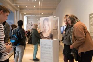 """Ritratto di Giulia Nucci, parte dell'opera """" ''RÜBER FRAUEN. Segni di una recente emigrazione femminile a Berlino."""" di Ornella Orlandini (testi a cura di Elena Giampaoli)."""