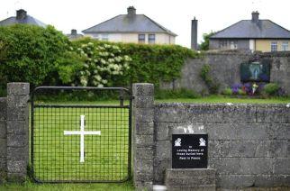 """Trovata una fossa comune in un ex orfanotrofio """"Sepolti 800 bambini"""". Choc in Irlanda"""