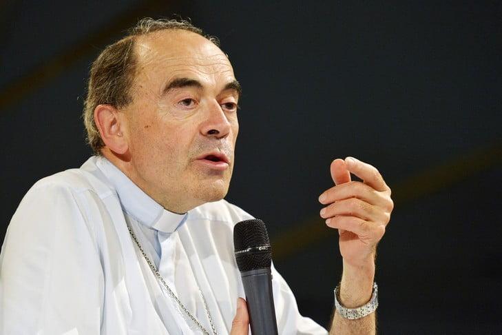 L'arcivescovo di Lione sarà processato per omessa denuncia sui casi di pedofilia di Padre Preynat