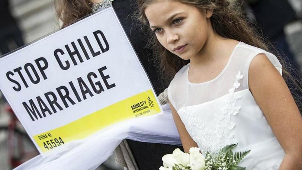 Ondata d'indignazione su Facebook, la polizia blocca il matrimonio della sposa bambina