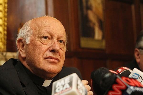 Pedofilia, il cardinale Ezzati indagato per occultamento di abusi