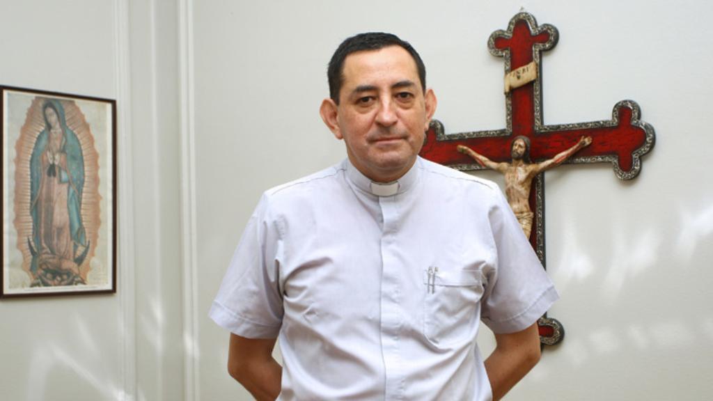 Abusi su minori in Cile, arrestato padre Óscar Muñoz