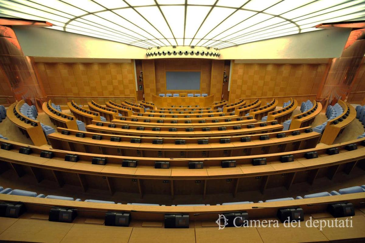Mentre Papa Francesco apre la Conferenza mondiale con i Presidenti delle Conferenze Episcopali - Legislatori, vittime di abusi del clero, attivisti globali tengono una conferenza stampa al Parlamento italiano