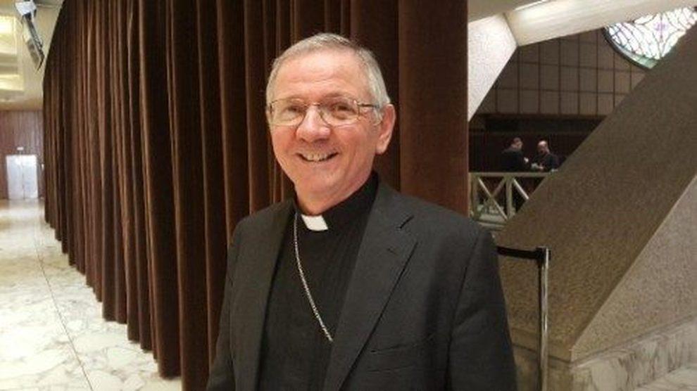 Fedeli sconvolti, il vescovo buonista ha reintegrato il prete delle orge in canonica