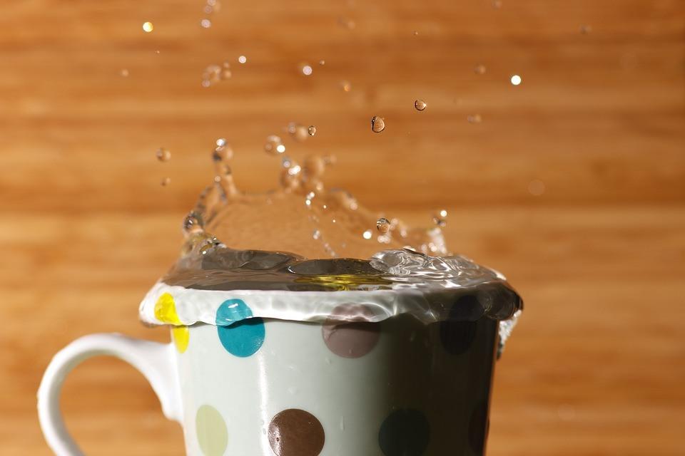 Ce se va întâmpla dacă o sa beți apă caldă dimineața pe stomacul gol