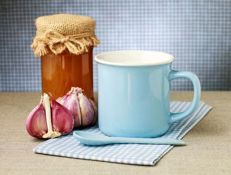 Lapte cu usturoi: rețete care vă vor ajuta la menținerea tinereții și sănătății