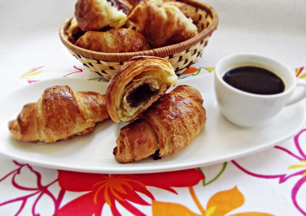 Croissante-cu-ciocolata-10