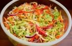 Salată de varză cu morcovi și ardei gras