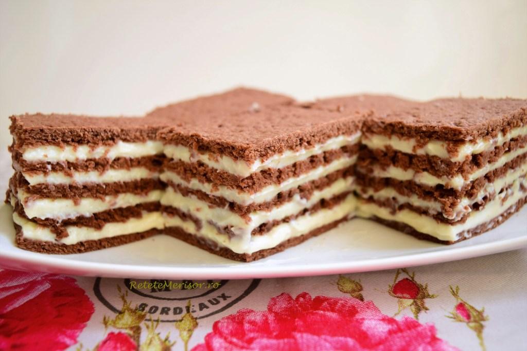 Prăjitura cu foi și multă ciocolată neagră și albă