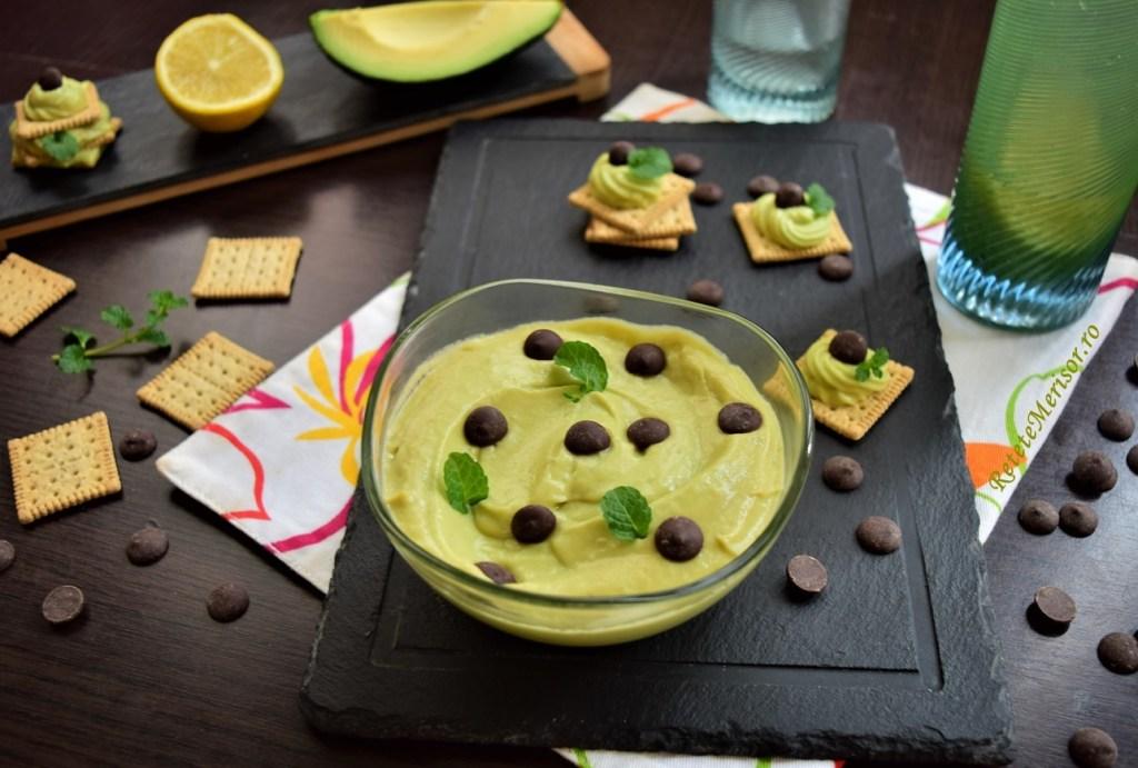 Cremă de avocado cu banane și mascarpone