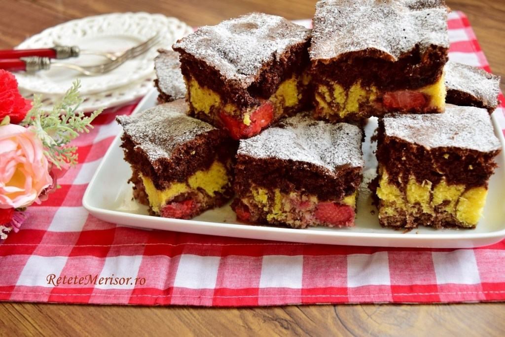 Prăjitură marmorată cu căpșuni