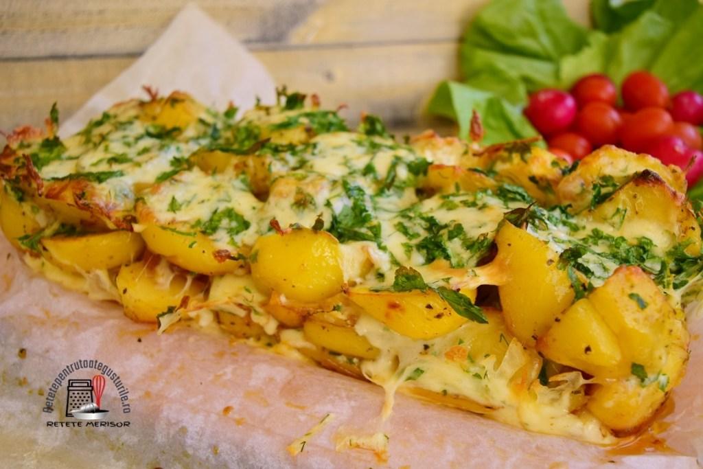 Cartofi cu cașcaval și multă verdeață