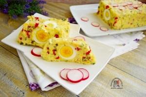 Felii de aperitiv din cartofi cu ouă fierte, gata de servit