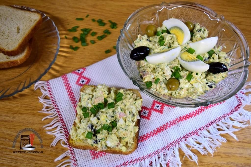 Salată de ouă cu ton și măsline