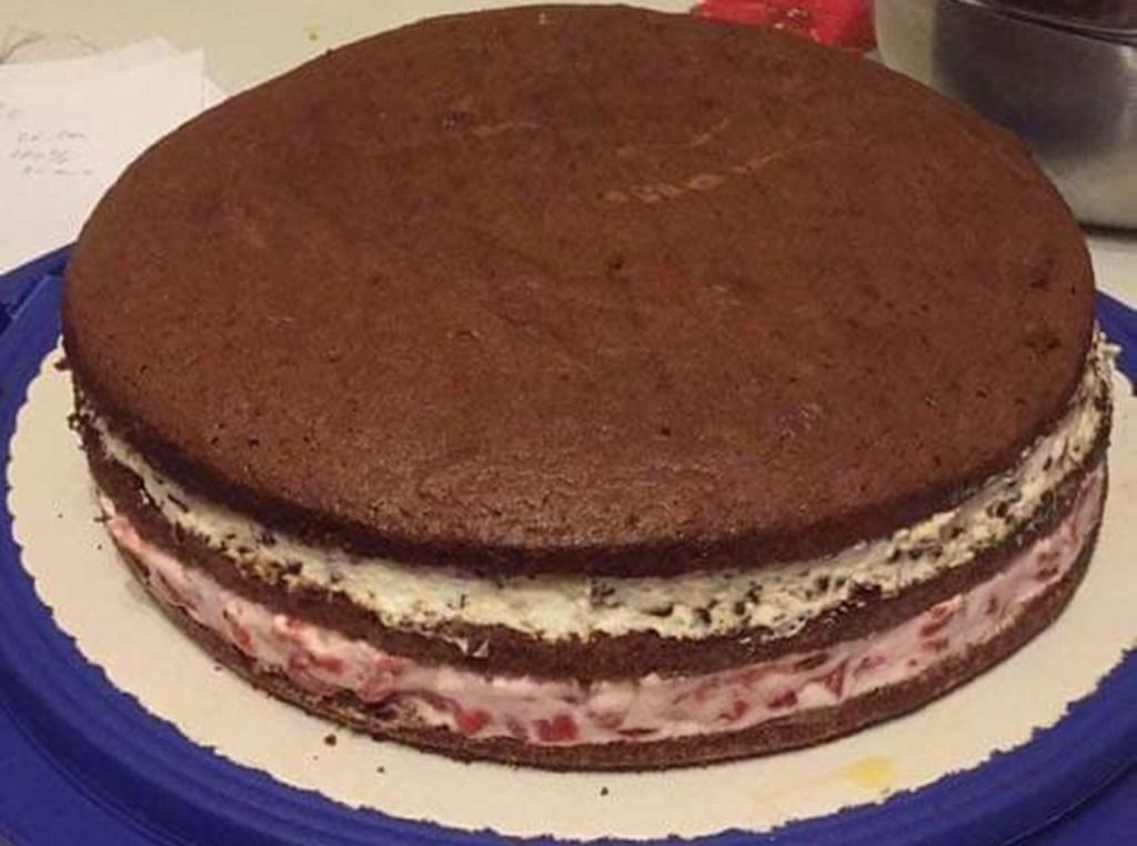 Tort Pădurea Neagră cu căpșuni nedecorat
