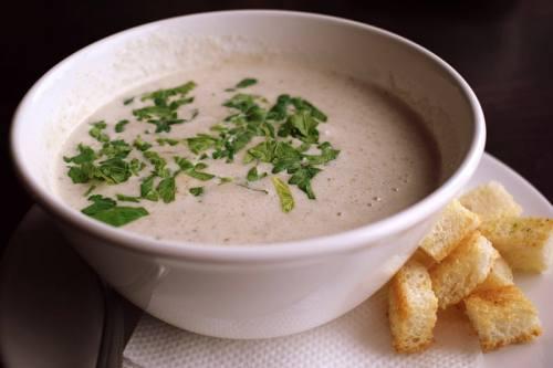 Supa crema de ciuperci brune
