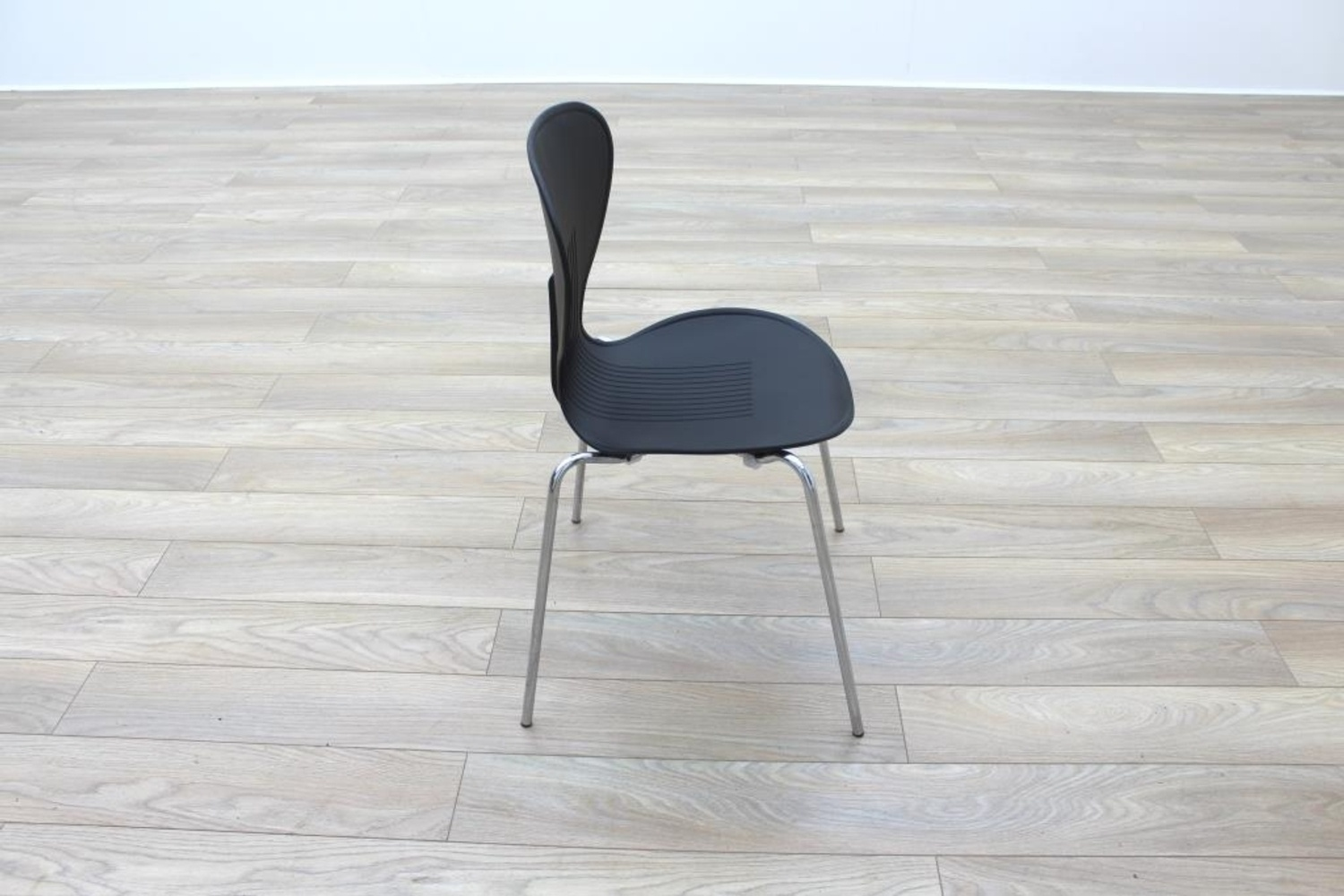 Plastic Stacking Chairs Black Plastic Stacking Office Canteen Chairs Ebay