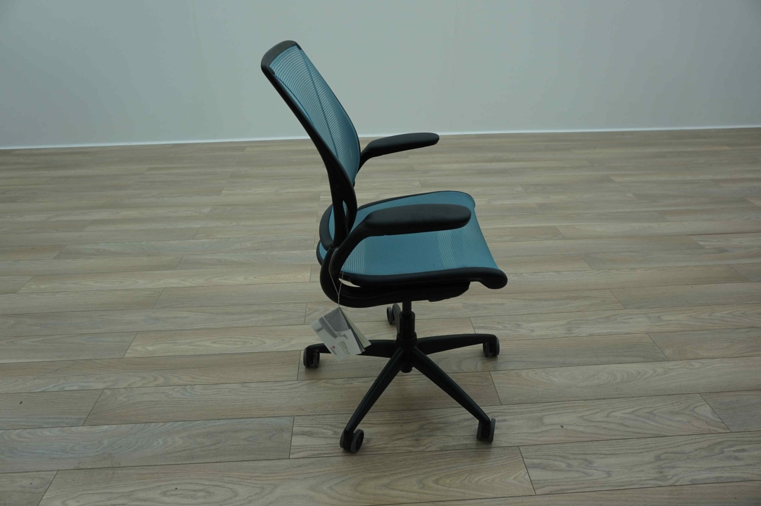 Humanscale Diffrient World Chair Humanscale Diffrient World Light Blue Mesh Office Task
