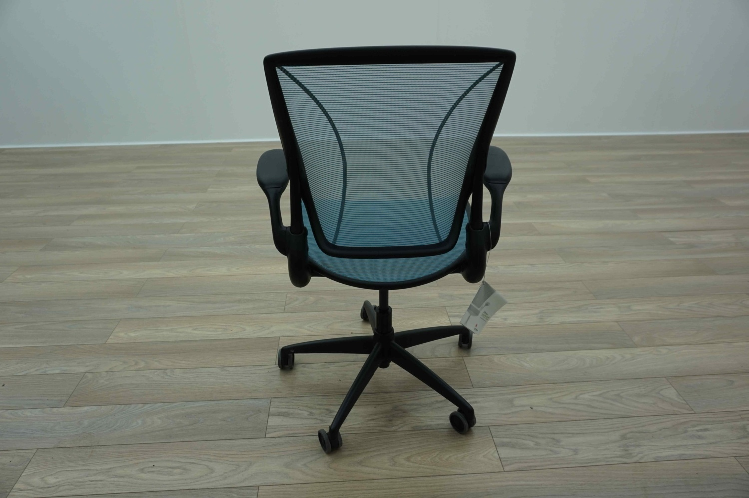 light blue desk chair stand price humanscale diffrient world mesh office task