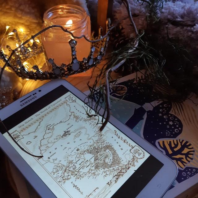 Resenha de Enraizados de Naomi Novik, publicado pela Fantástica Rocco em 2015 (arte mapa de Charis Loke).