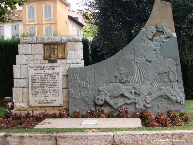 Grasse Statues - Verdun Gorge Route.jpg