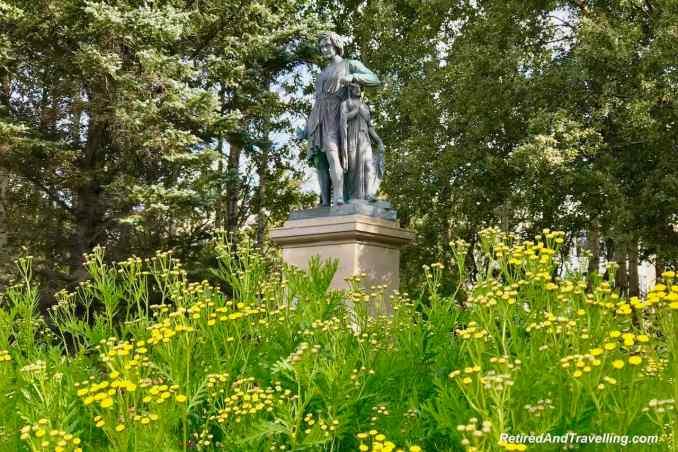 Statue Garden Hljomskalagardurinn.jpg