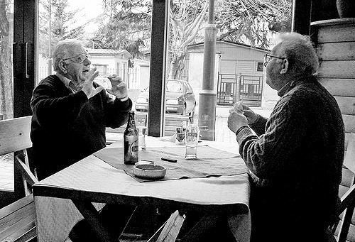 two-old-men-having-a-conversation
