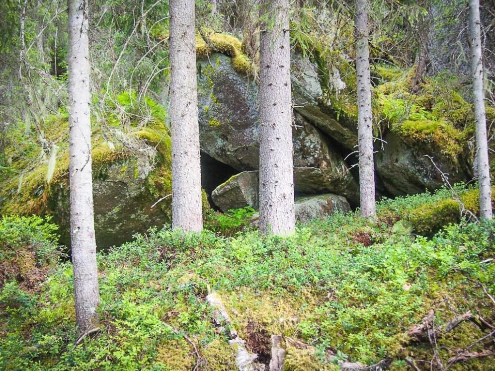 Ensimmäinen luola