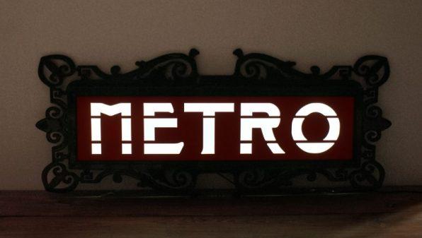 Enseigne de métro parisien Val d'Osne lumineuse