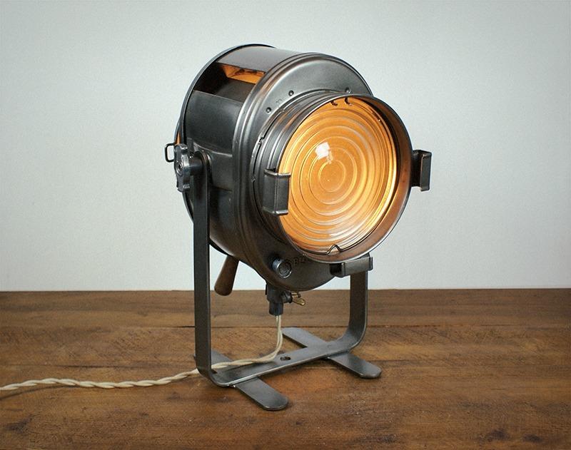 Ancien projecteur cremer graphité