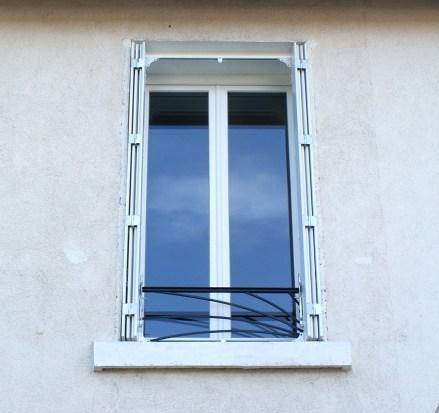 Garde corps en métal contemporain pour fenêtre