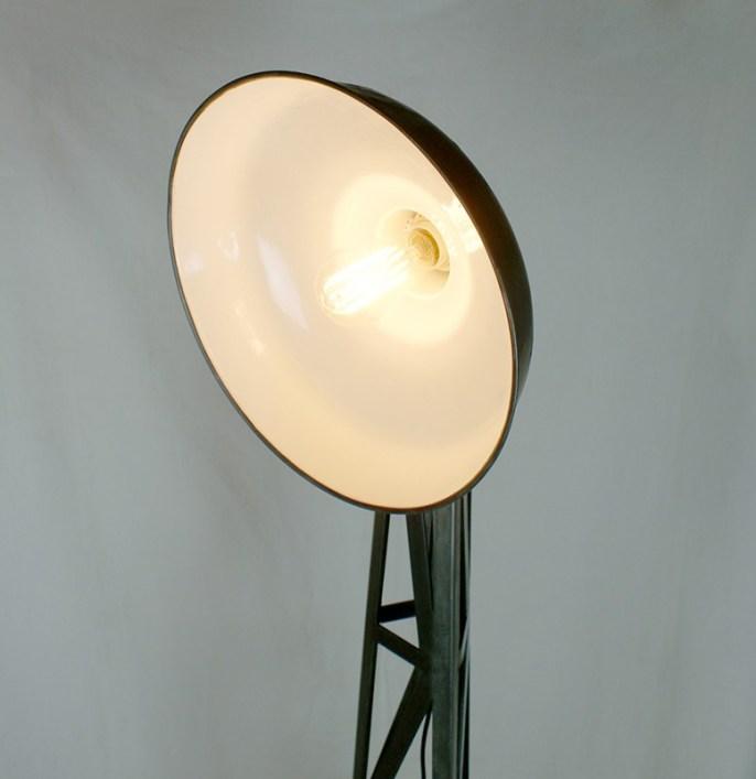 Lampe industriel sur pied