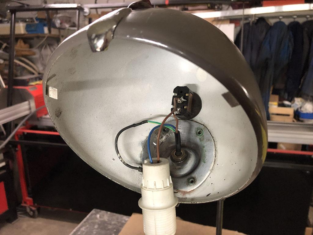 Fabrication lampe à base de pièces de 2CV